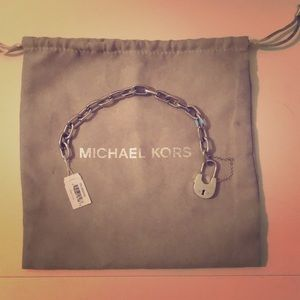 ❤️💕💍NWT MICHAEL KORS padlock bracelet in silver